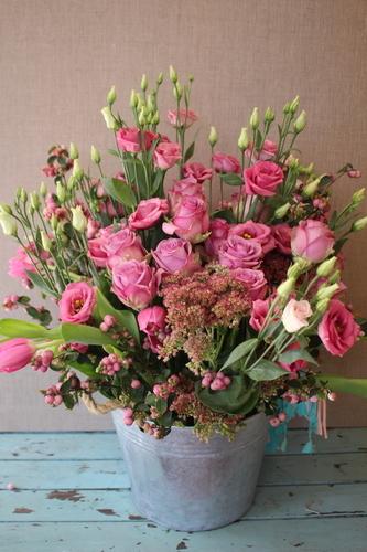 Cubo de zinc con rosas 2